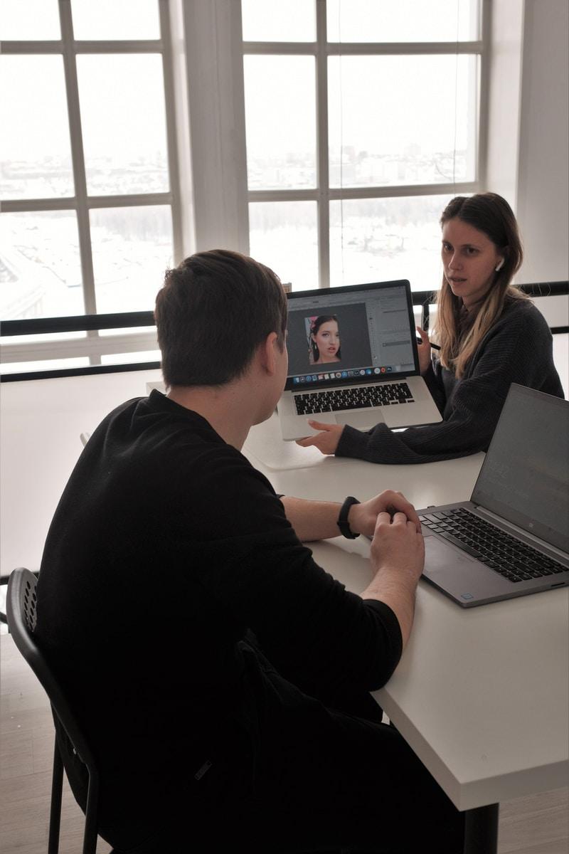 man in black long sleeve shirt using macbook pro